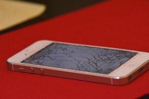 iPhone servis pogosto obiščemo zaradi poškodb zaslona ali ohišja