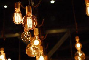 V sodobnih stanovanjih vzdrževanje električnih inštalacij skrbi za nemoteno delovanje električnega omrežja