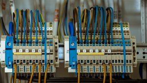 Vzdrževanje električnih inštalacij je lahko precej enostavno, včasih pa je tudi zelo zahtevno