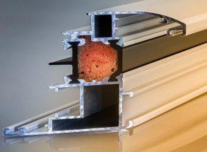 Za PVC okna so značilni dovršeni okenski profili